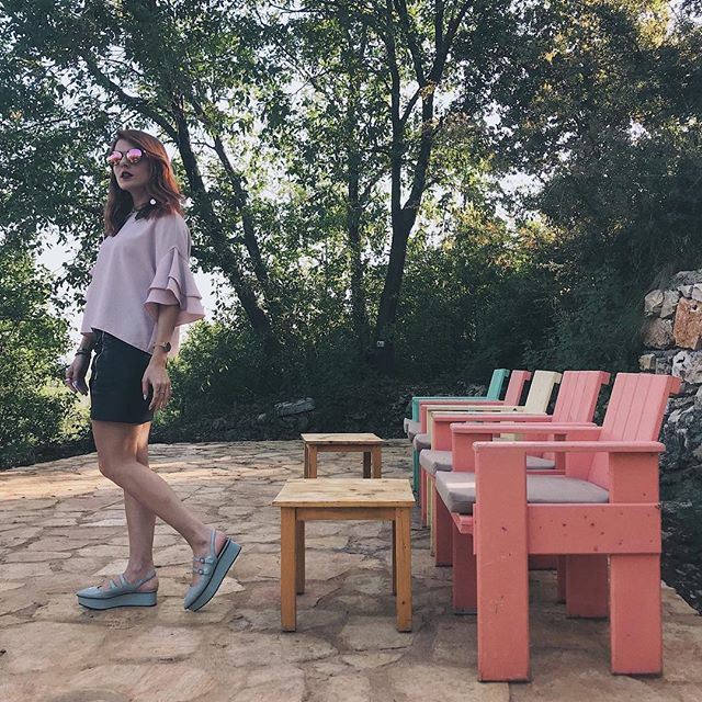 Lebanon is full of charming places, you just have to know how to find them. ⠀⠀⠀⠀⠀⠀⠀⠀⠀ . . . . . . . #ootd #fashion #fashiongram #aboutalook #whatiwore #pink #summer #lebanese #casual #beitelqamar #petitejoys #fashionbloggers