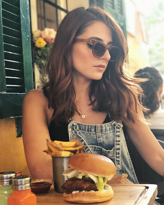 When a burger solves all your problems and more. . . . . . . . #fashionbloggers #petitejoys #foodporn #burger #casual #denim #summerfashion #summer #beautyblogger #aboutalook #whatiwore #whatieatinaday
