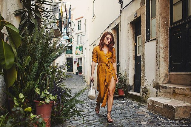 I would be lying if I told you that I haven't worn this dress on purpose for the photos 🤷🏼‍♀️ It simply compliments the tiny streets of Alfama area, don't you think?? ⠀⠀⠀⠀⠀⠀⠀⠀⠀ . . . #travel #vacation #lisbon #whatiwore #fashionbloggers #petitejoys #travelphotography #summerstyle #redhead  #streetstyle #mustardyellow