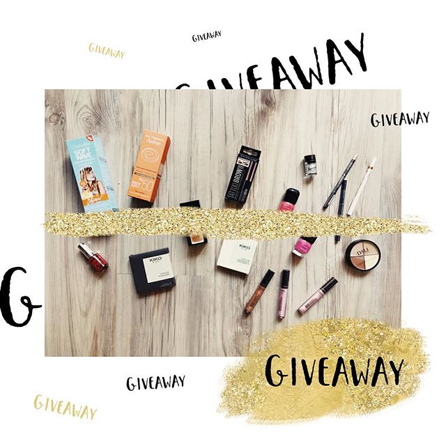 ⭐️⭐️ GIVEAWAY ⭐️⭐️ I haven't done a giveaway in a very long time, and I am sorry about that!  I hope you had an amazing Summer and are ready to welcome the Fall weather, and the sweater weather, as much as I do!  To be the winner all you have to do is: 1. Be a follower of my page @playingwithfashion , because that's obvious 😘 2. Tell me in one sentence how good was your Summer. 3. Winner would be randomly chosen in a week, on Sunday the 9th of September.  Good luck and thank you so much for being there for me all these years! You guys Rock and I love you.  #giveaway #competition #beautyproducts #playingwithfashion #petitejoys #summer #flatlay #vscofilter