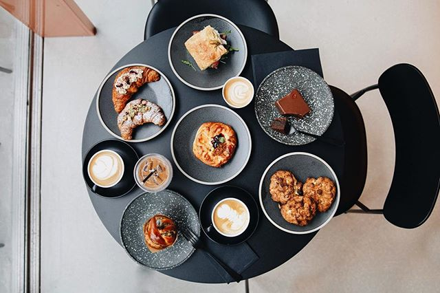 A new series captured for @jolt.london (swipe right 👉🏼)- welcome to the big smoke guys. This is so much more than just a coffee shop. Heavy beats, pistachio lattes, za'atar babka muffin with injectable balsamic, and serious interior goals designed by @azizmud - upping the London coffee game big time! . . . #coffee #londoncoffee #bestlondoncoffee #londonbreakfast