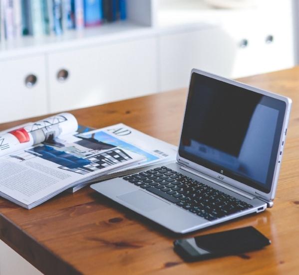 desk-home-office-laptop-6248.jpg