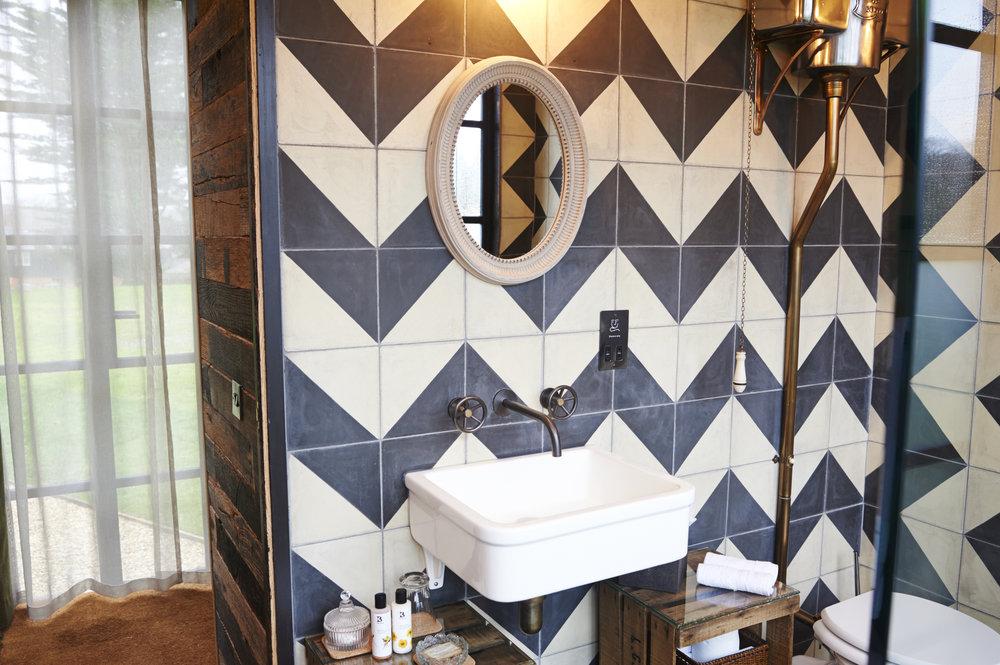 bertsboxbathroom