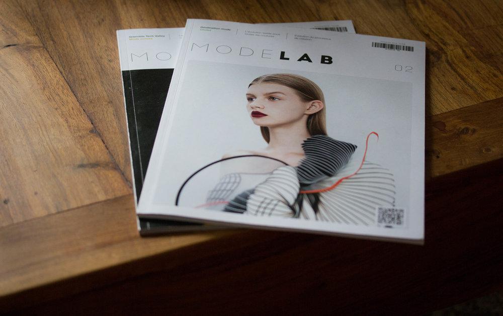 Modelab Modelab c'est la référence française de l'innovation dans la mode, un laboratoire pour curieux qui ne se prennent pas au sérieux ! Le collectif Modelab organise des évènements, rencontres et conférences où la mode d'aujourd'hui et de demain est à l'honneur. Modelab c'est aussi le premier webzine FashionTech, proposant des articles sur la rencontre entre l'innovation, la technologie et l'industrie textile.[Suite]