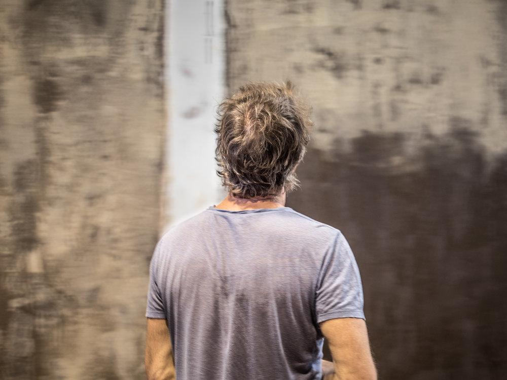 Martin Berger Martin Berger est un artiste et directeur artistique, travaillant sur le geste et le temps qu'il mémorise dans des matières denses. Le travail de Martin Berger est présent en public et dans des collections privées françaises et internationales comme à Paris, Londres, Hong-Kong, Shenzhen, Dubaï, Genève. [Suite]