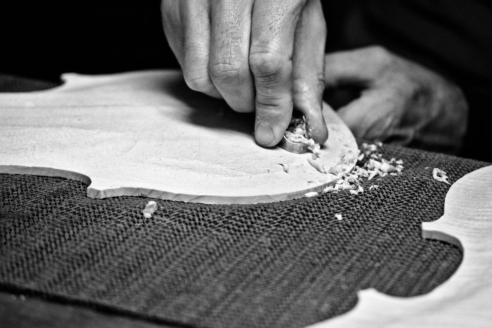 les petits métiers - nicolas démarais -luthier