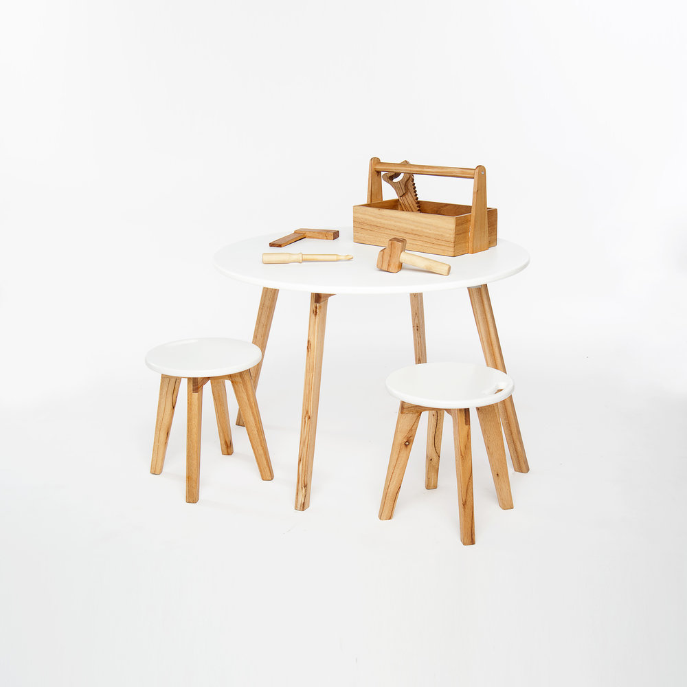 Mesa redonda + 2 bancos