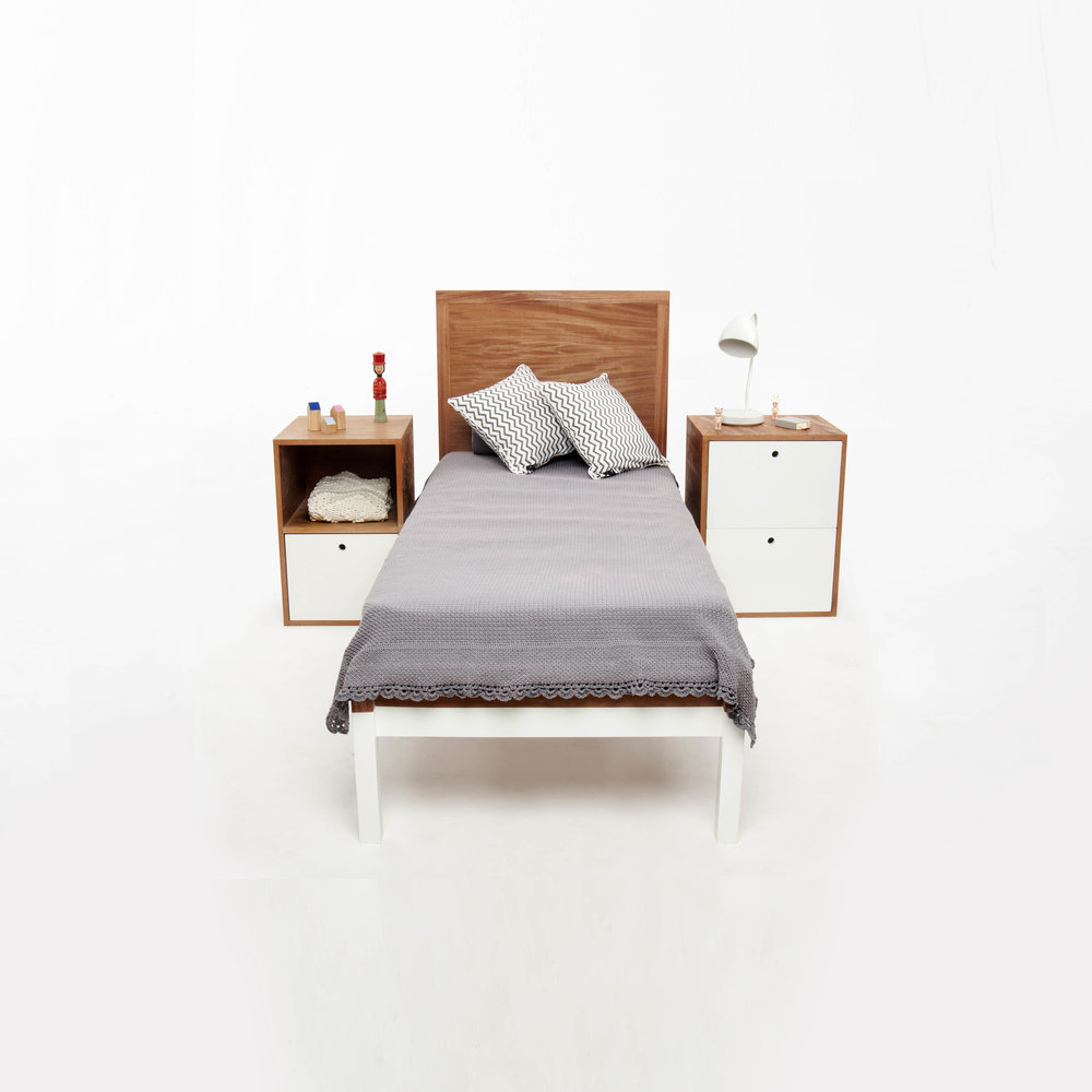 Posición #4:  Cama + Cajonera + Mesa de luz  Medidas: Cama: 2.00m x 0.90m / Colchón: 1.90m x 0.80m