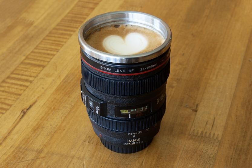 camera-lens-mug-0017-833x555