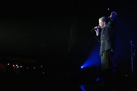 Alex Ligertwood onstage