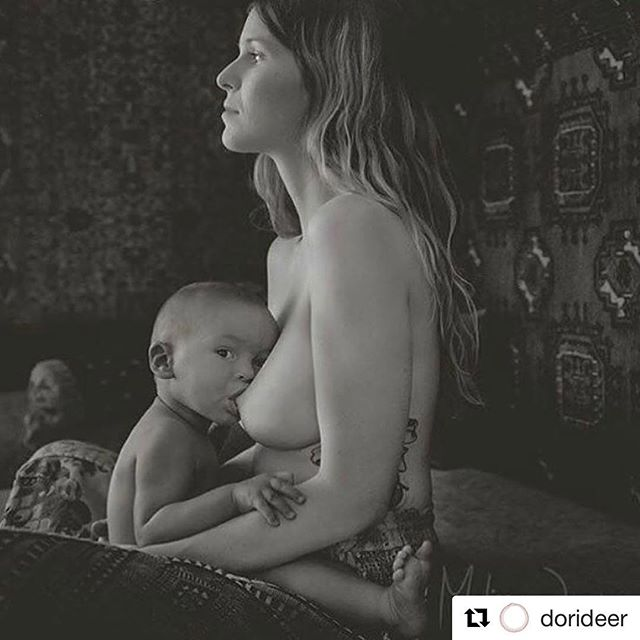 Repost of the ethereal @dorideer master of the art of breastfeeding. Happy breastfeeding week! . . . . . #breastfeeding #worldbreastfeedingweek2017 #feedwithlove #breastisbest #pregnancy #thedouladate #doula #birth #postpartum
