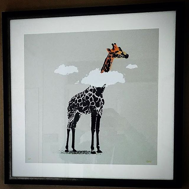 Nice frame up on daydreamer @gazno1blue ✊🏻💦 #art #artwork #banksy #urbanart #streetart #stencilart #artprint #popart #sprayart #graffitiart #stencil #illustration #london #giraffe #daydreamer #dreamer #banksyart #screenprint #safari #zoo #africa #clouds #prints #artgallery