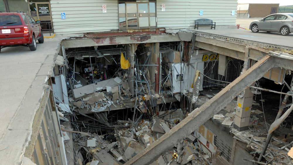 Source: http://www.macleans.ca/news/new-evidence-emerges-in-the-elliot-lake-mall-collapse/
