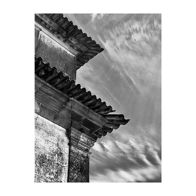 #DouroValley #Provesende #Portugal #RoofTiles #Sky #Clouds #BlackAndWhite #Photography