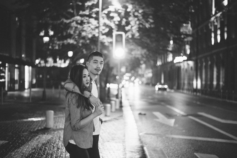 超喜歡這張照片的氛圍,兩人平常就是這樣逛街散步~