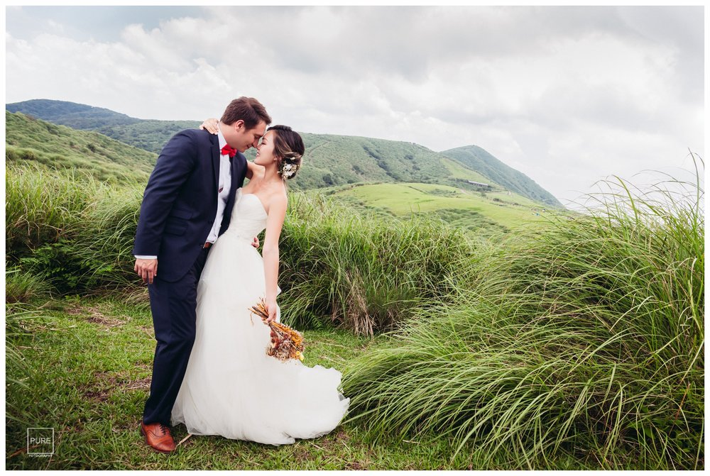 Jen和Orley住在L.A.,很喜歡台灣的山綿延翠綠的樣貌,特別指明要拍山景。 而這天很幸運的是一個遊客不多的假日,所以可以在擎天崗拍出這樣的景色。