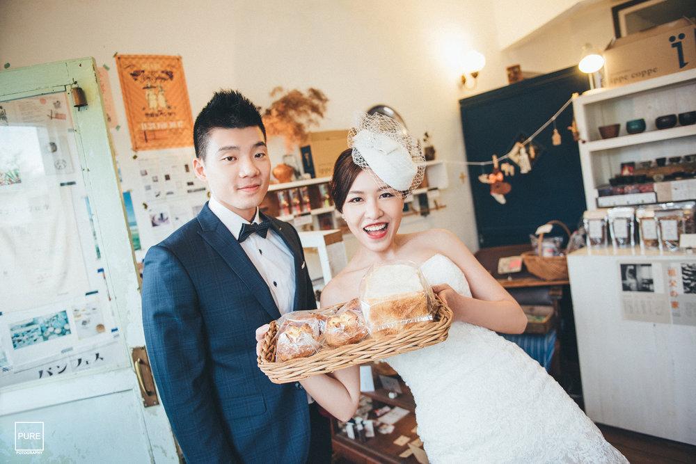新娘Carol一進店裡就瘋狂選了超多麵包,但據說她只是愛買麵包但不愛吃啦!! 所以PURE很不好意思(?)的也吃了幾個嚕!!