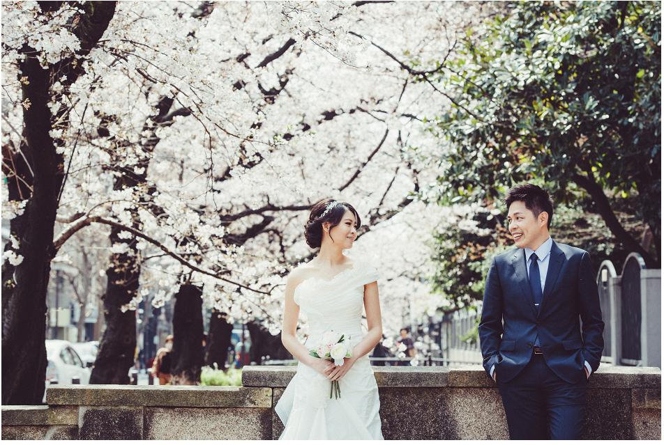 京都 KYOTO - 古城的魅力有時會將你拉近另一個時空,用磚瓦堆砌的歷史痕跡,讓人散步都沉醉,而櫻花季更替古都添了些少女情懷,若能與最愛在分享此情此景,真的也是無悔。