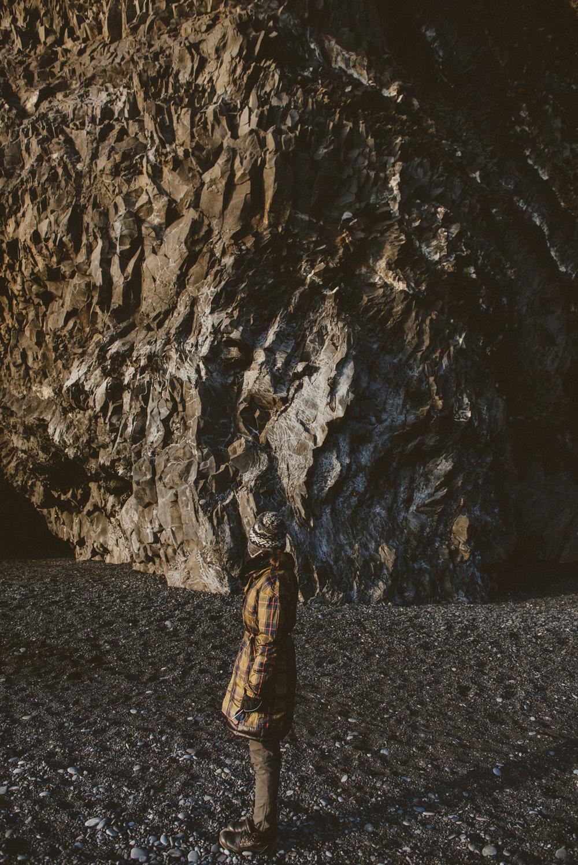 黑沙灘玄武岩冰島景點