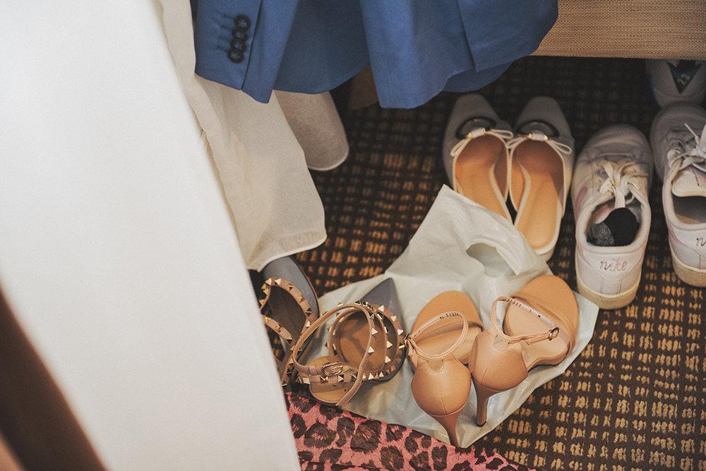 Peggy準備了很多雙鞋子,由於沖繩移動都是靠自駕的車子,所以不會有工作人員超出搬重負荷的問題!這也算是沖繩玩拍的好處之一喔!
