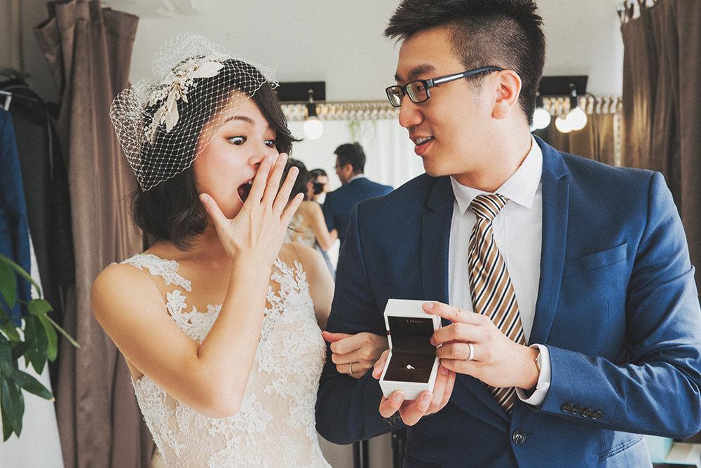 婚戒也是可以拍攝的小道具之一,但建議於棚拍使用就好,畢竟外出拍照還是有可能遺漏東西~