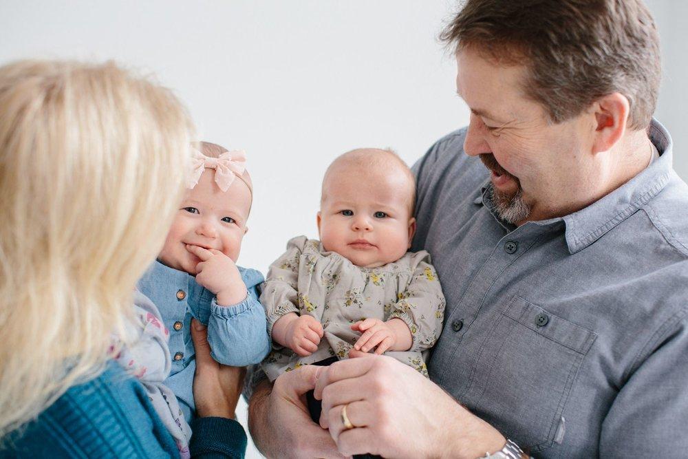 Indoor_Family_Photos_Multi_Generational_1418.jpg