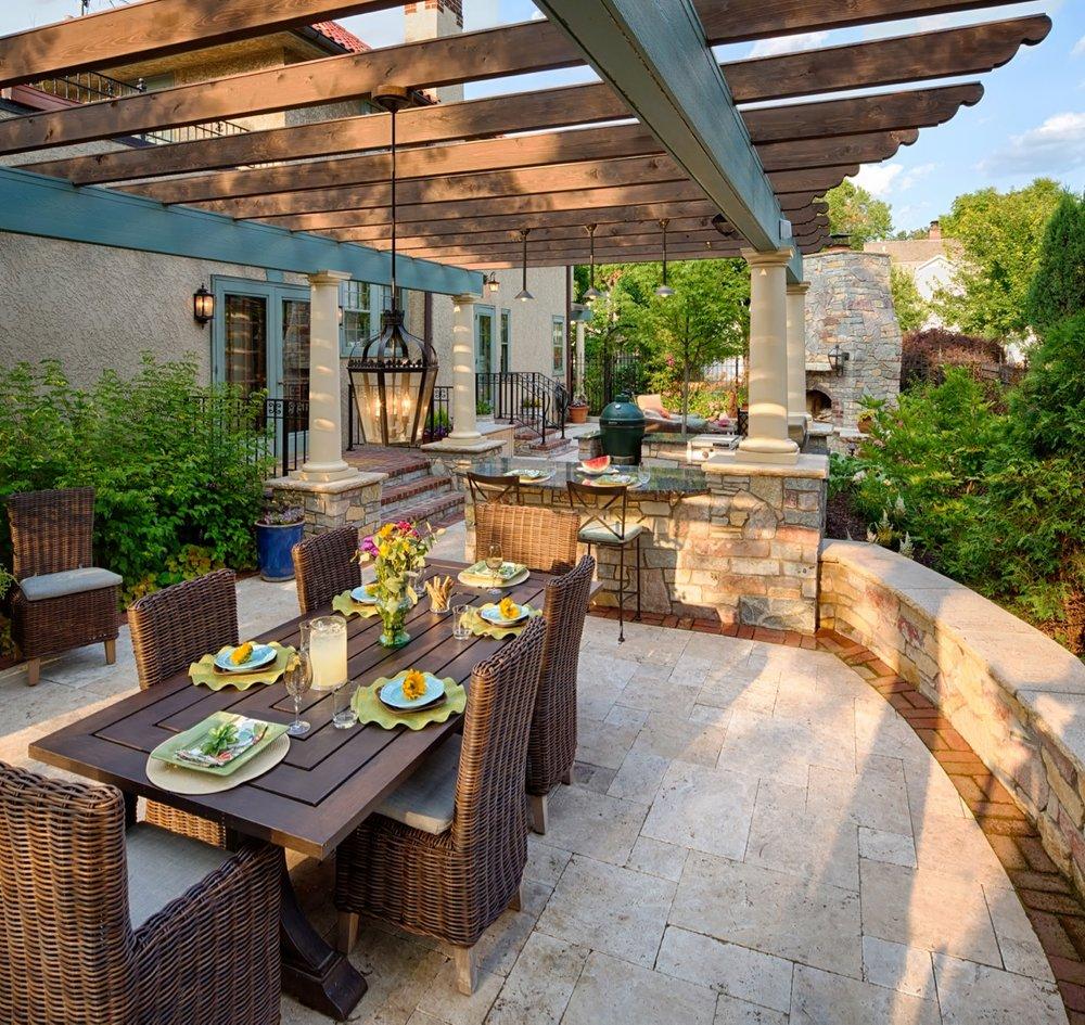 Moms Design Build - Indoor Outdoor Building