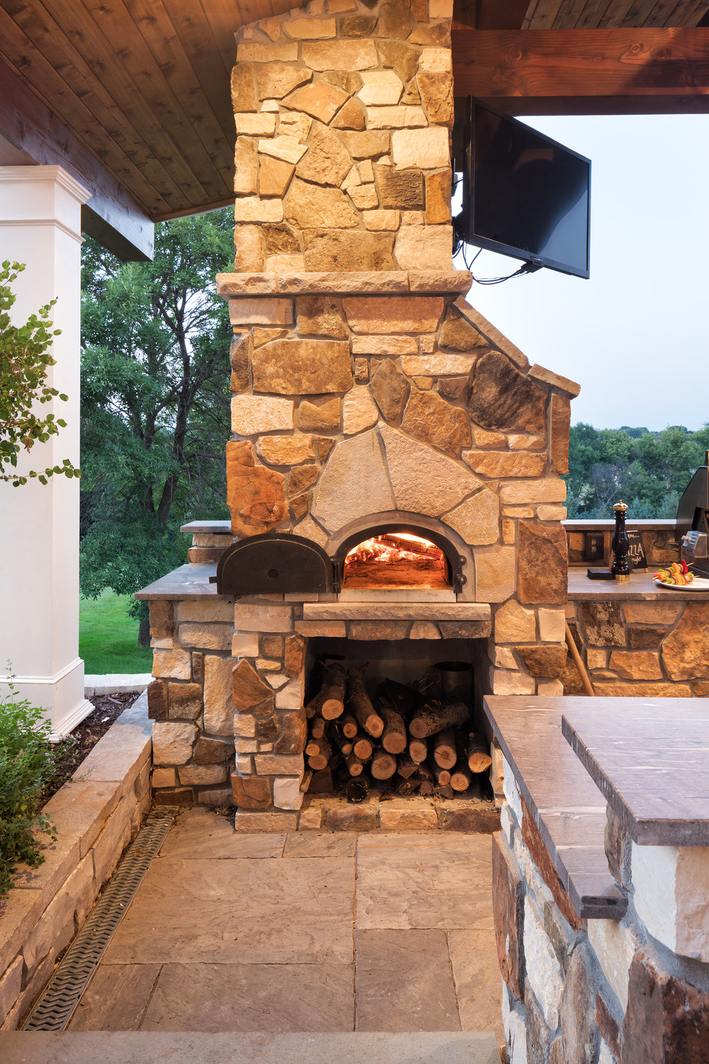 Mom's Design Build - Outdoor Pizza Oven