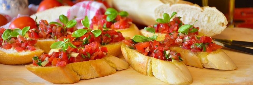 Tomatoes-Basil-Olive-Oil-Bruschetta-Baguette-Bread-3352415.jpg
