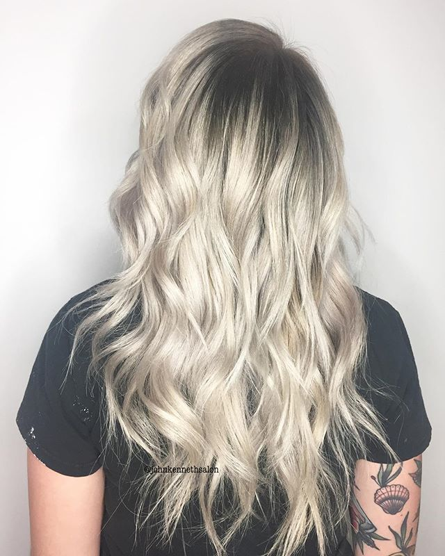 Rooted blonde by stylist Lianna ❄️ . . #blondemob #blondehair #iceyblonde #yeg #yeghair #yeglocal #yegstylist #sprucegrovehair #ombre #balayagedandpainted
