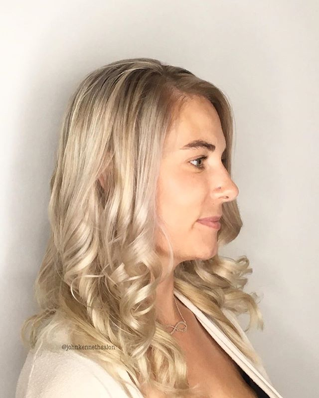 Gorgeous blonde by stylist Jackie!  Jackie has a couple openings left this week, call or message us to book with her ☀️ . . #blondemob #licensedtocreate #hairstyles #haircolor #hairoftheday #imallaboutdahair #behindthechair #yeg #yegstylist #sprucegrovehair #modernsalon