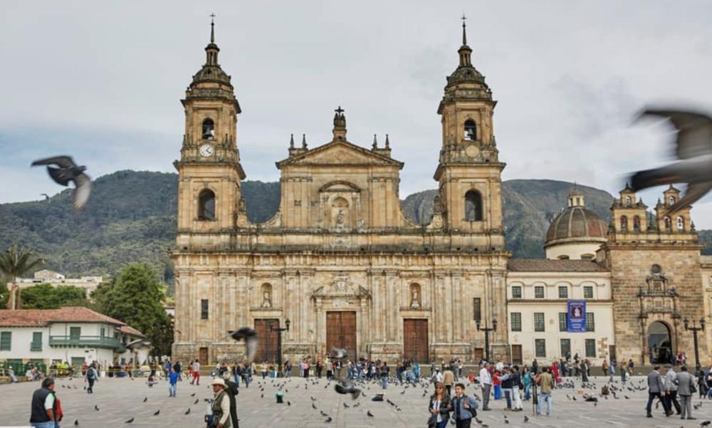 La Plaza de Bolívar (Bolivar Plaza)