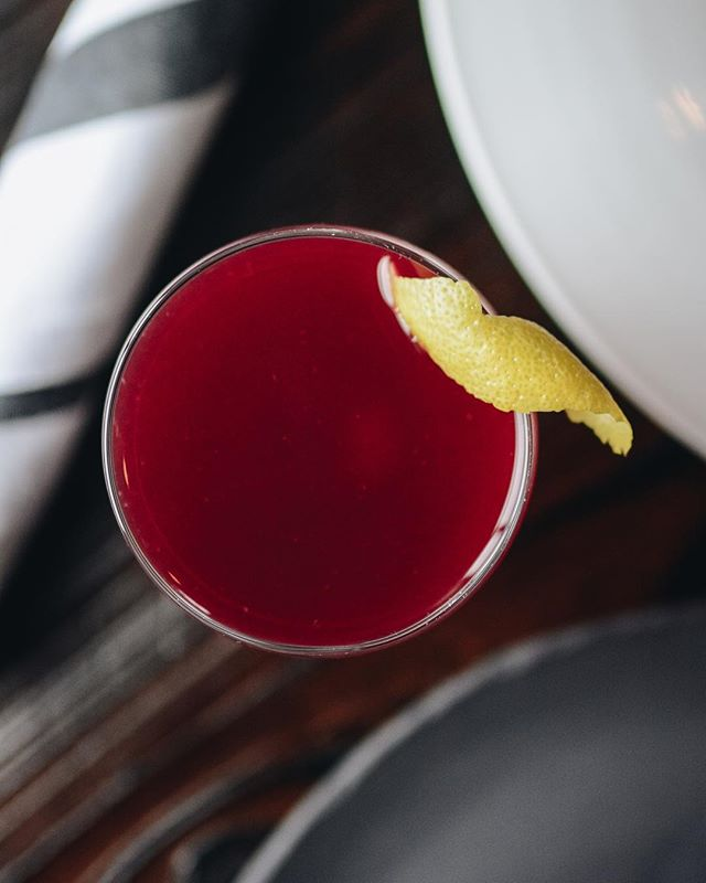 Might it be the #GoldenAge of cocktails? Find out dining with us with drinks from @rootnola upstairs. Featured drink: Dear Science (Rye, Blueberry, Yellow Chartreuse). #tvontheradio #NOLAdrinks
