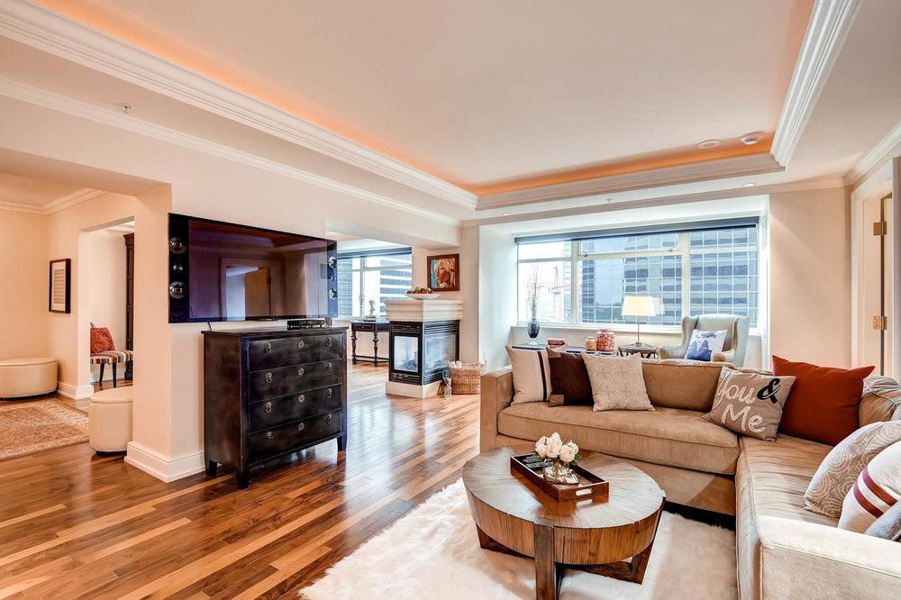 1891 Curtis Street 1707 Denver-large-003-3-Living Room-1500x1000-72dpi.jpg