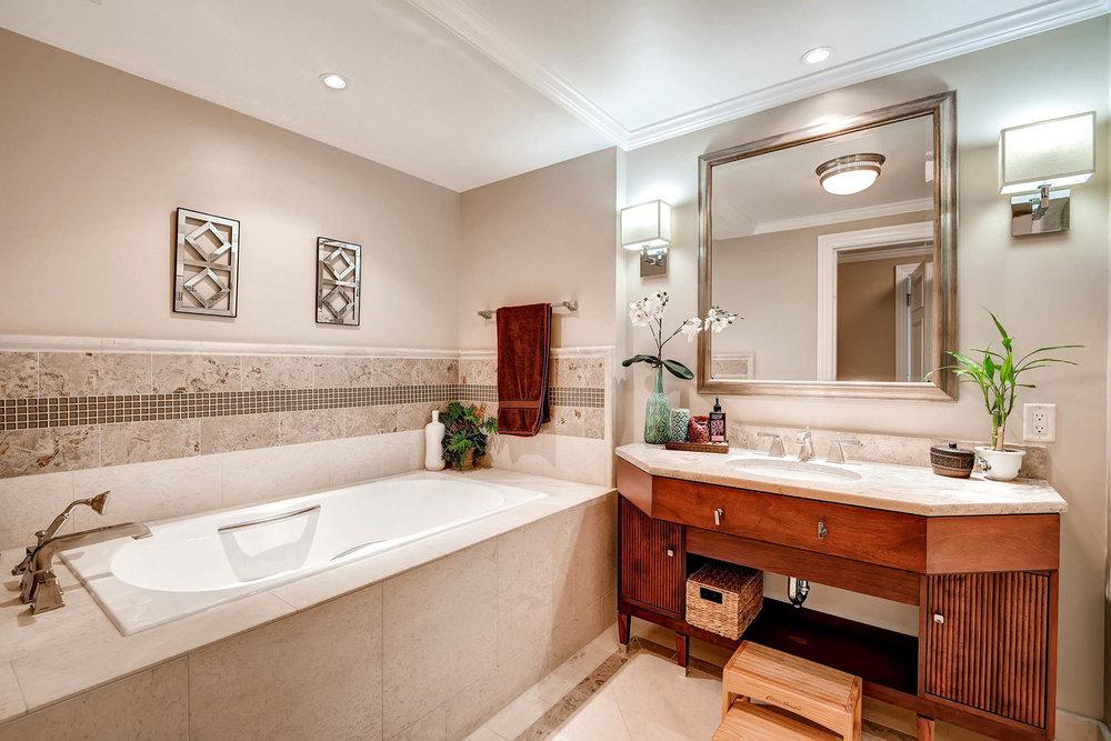 1891 Curtis Street 1707 Denver-large-020-18-Bathroom-1500x1000-72dpi.jpg
