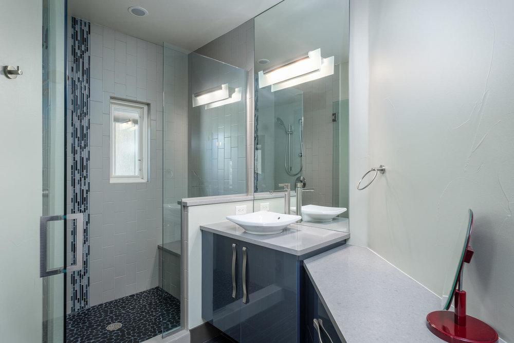 5425 Olive Street-MLS_Size-023-40-Bathroom-1800x1200-72dpi.jpg