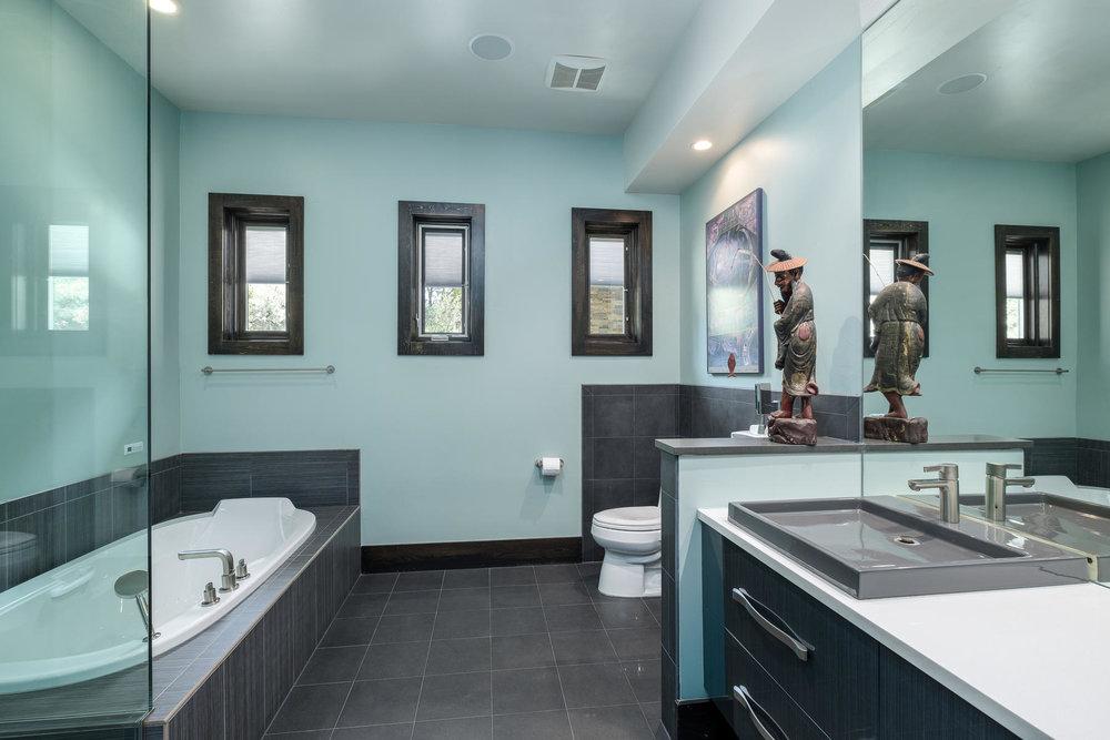5425 Olive Street-MLS_Size-025-13-Bathroom-1800x1200-72dpi.jpg