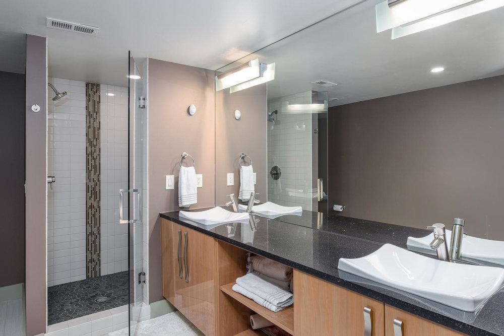 5425 Olive Street-MLS_Size-031-6-Bathroom-1800x1200-72dpi.jpg