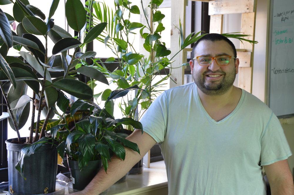 Luis, au bureau du CRAPAUD, à l'Université du Québec à Montréal