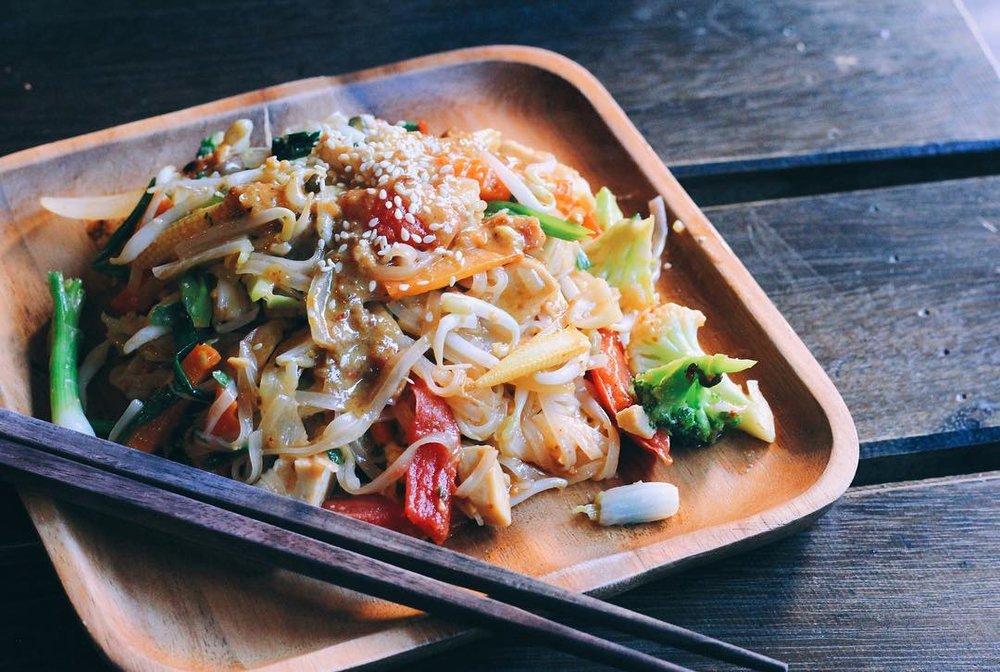 pad thai, vegan, chiang mai
