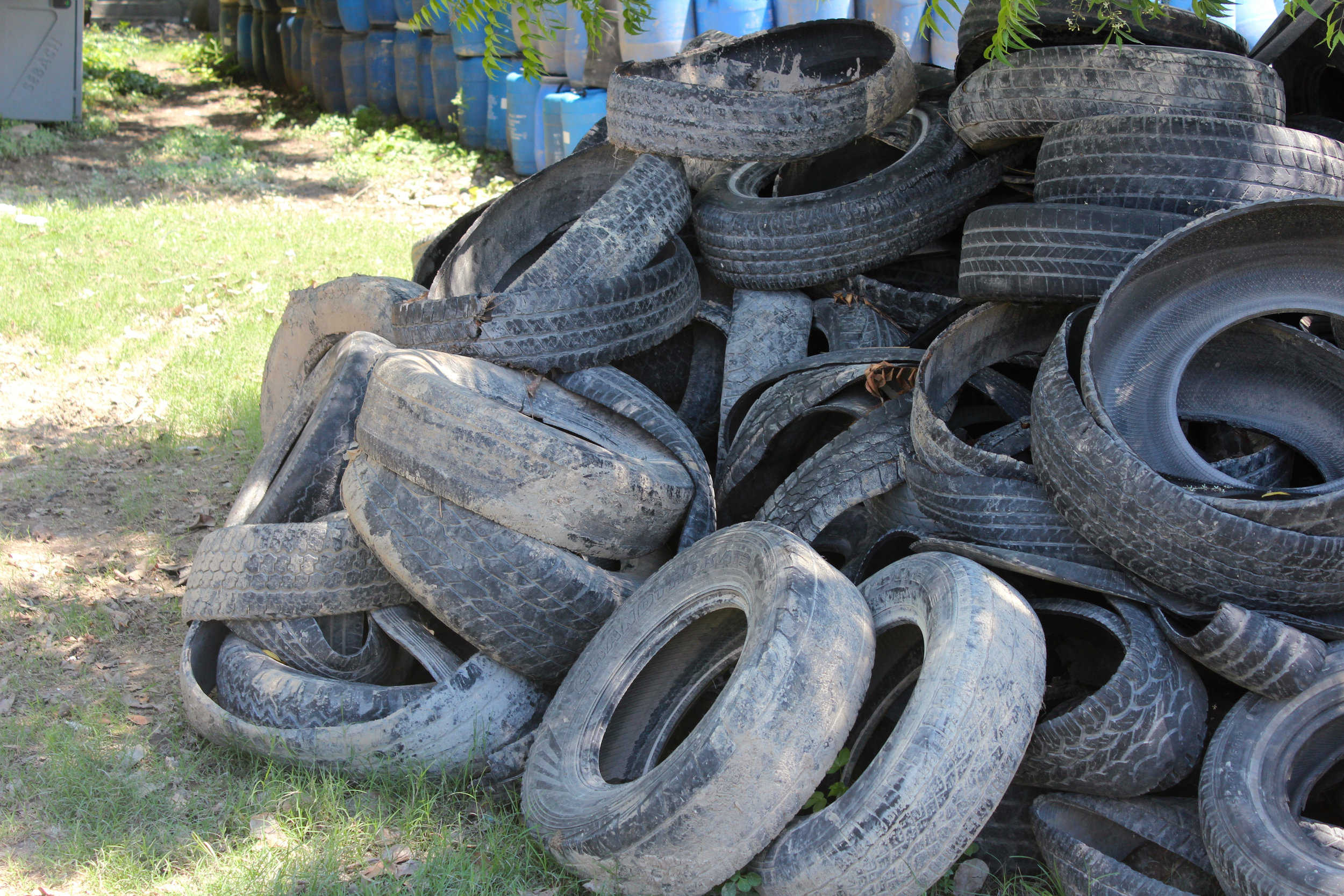 Tires waiting to be recycled into sandals. Photo: A Bergamin