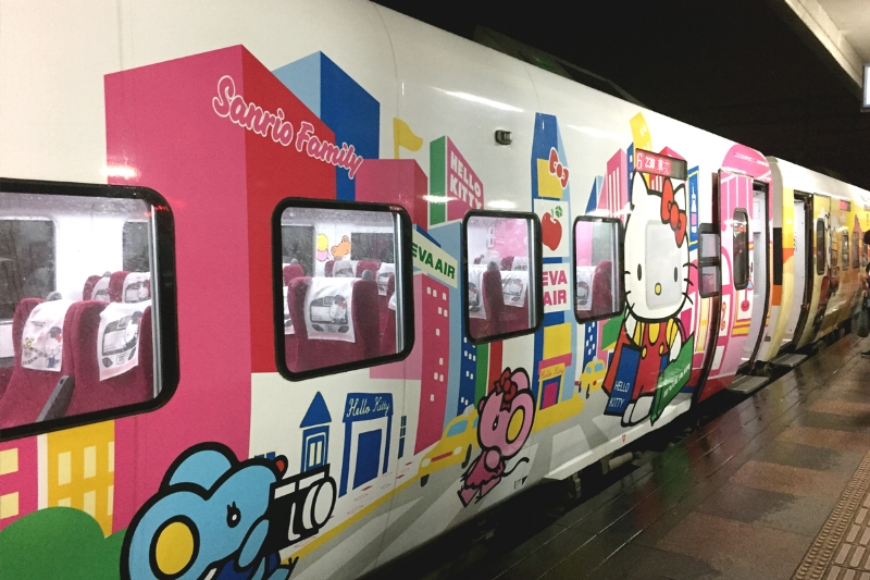 HELLO KITTY TRAIN! No lie, the inner adolescent asian girl inside me SCREAMED when this pulled up.