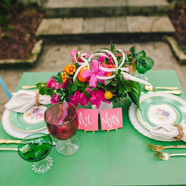 The sunniest little table for two. 💕💚💕 Feat. #DishieRentals Vintage Gold Flatware + White+Gold Collection Dinner Plate + Vintage Floral Collection Salad Plate + Vintage Colored Glassware in Pink & Green | @freshlypicked_ @shannonkirsten @wishrents @thesugarsuite @solutionsbridal @bestphotographyfl @imprintcinema