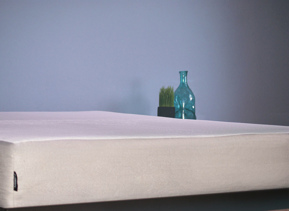 "WITH A 10"" HIGH PROFILE  THE PRIMARY MATTRESS IS MADE OF 100%  USA MADE MATERIALS"