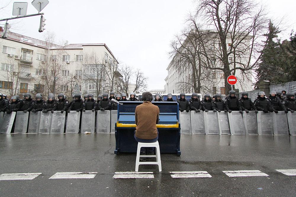 Piano-police.JPG