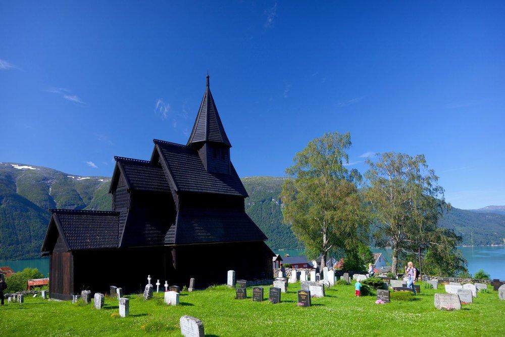 Urnes-stavkyrkje-vassbakken 2.jpg