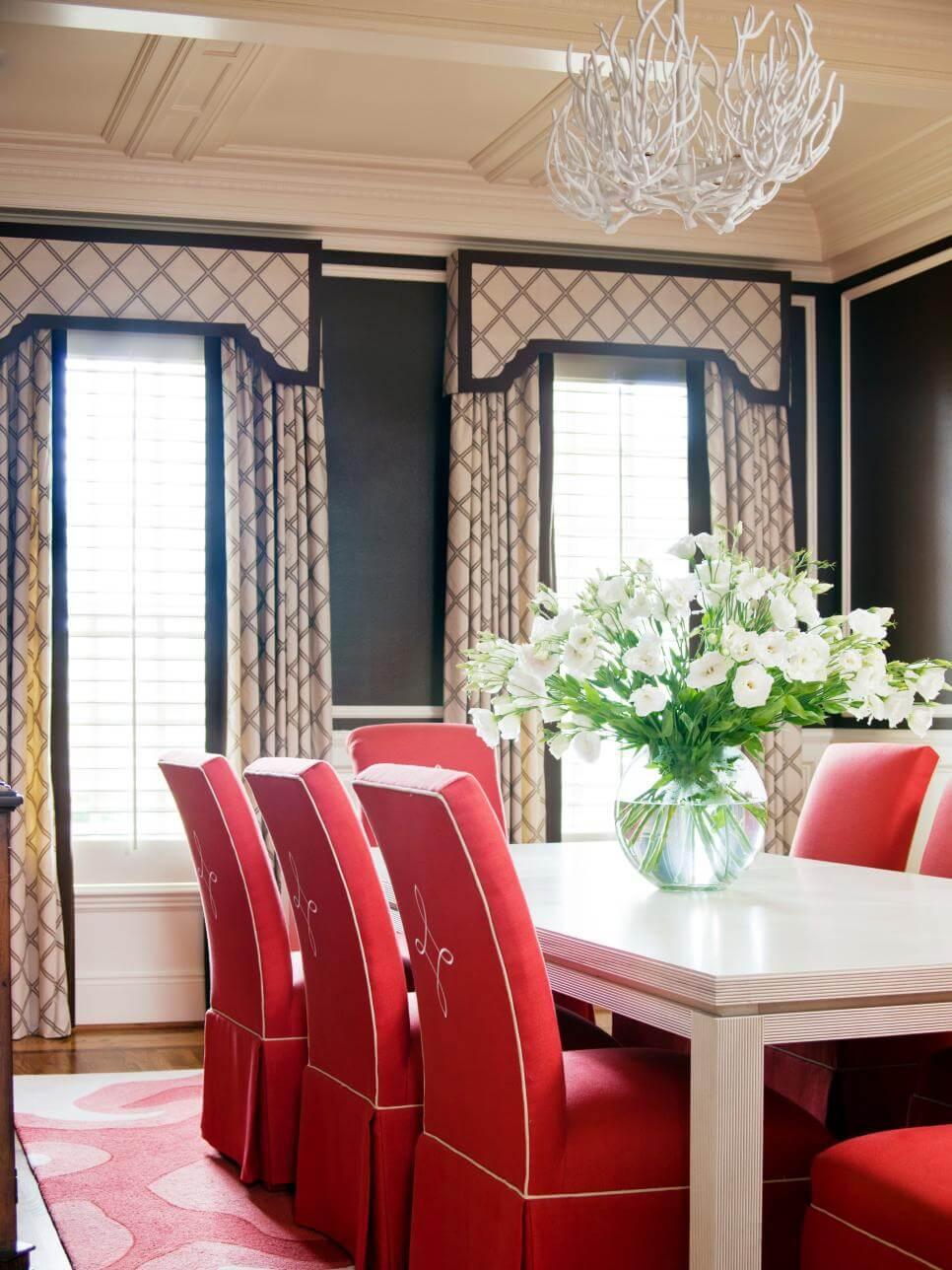 Original_Preppy-Style-Tobi-Fairley-Dining-Room_s3x4.jpg.rend_.hgtvcom.966.1288.jpeg