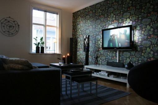 Dark-Flowers-Wallpaper-in-Small-Living-Room-with-TV.jpg