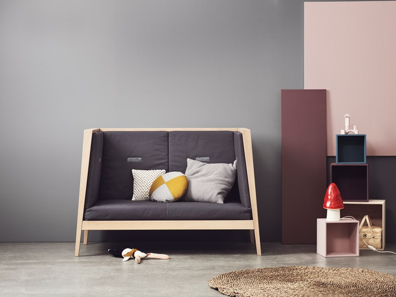 leander-linea-baby-cot-sofa2.jpg