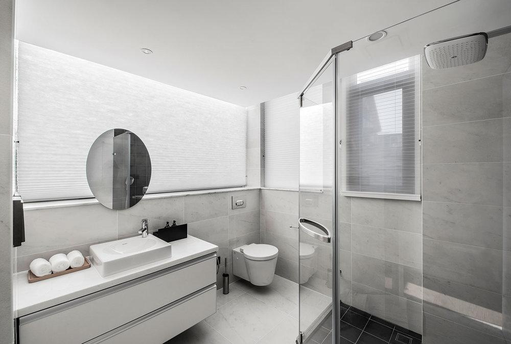 marmurinis-tualetas